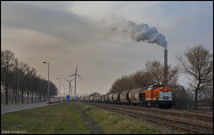 Locon 220 + Graanwagens te Amsterdam Westhavens (Mearten279) Tags: train zug trein 220 nieuwe hemweg graan locon westhavens graanwagens