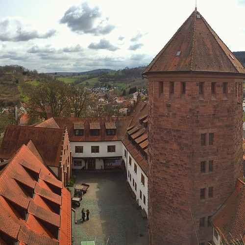 A (maybe) final photo from the castle. Now that the weather is better, people have started venturing up into the old tower, which gives a great view of the castle itself, and is Instagram allowed more than 1:1 photos, a beautiful panorama.