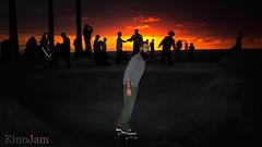 Hipster sobre ruedas al atardecer (kinojam) Tags: california venice sunset canon atardecer losangeles kino skating hipster skate venicebeach skater barba patinando patinador monopatin canon60d kinojam