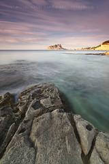 Primeres llums sobre el penyal (Miguel ngel Var Giner) Tags: vertical marina mar aigua roca pasvalenci marinaalta calp penyal ifac llargaexposici calabaladrar