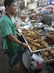 Warorot Market (9 of 71) (John Shedrick) Tags: food vegetables thailand asia chinatown farmers market unique traditional indoor meat smartphone chiangmai local nontourist samsunggalaxys7edge