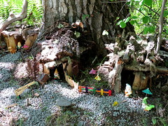 Fantasy homes in the woods (diffuse) Tags: houses homes woods kitsch fantasy bark unexpected dwarfs odc 16apr05