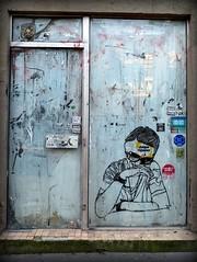 chque djeuner (YOUGUIE) Tags: streetart paris sticker collages boutique travaux autocollant