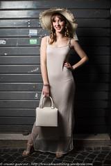IMG_4765 (traccediscatti) Tags: donna moda persone borsa abito cappello sera ragazza bionda lungo modella abbigliamento allaperto accessori vestito