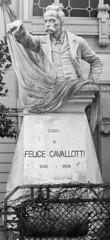 L'(in)Felice Cavallotti (sirio174 (anche su Lomography)) Tags: cavallotti felicecavallotti invelice como statua monumento dito finger additare