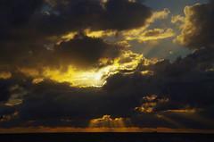 Sunset, Mosman Beach, Perth, WA, 20/05/16 (Russell Cumming) Tags: sunset cloud perth cumulus westernaustralia mosmanbeach