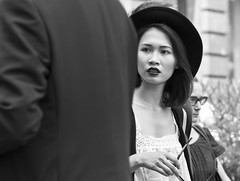Milano - Luglio 2015 (Maurizio Tattoni....) Tags: street blackandwhite bw italy donna milano bn persone lombardia biancoenero monocrome mauriziotattoni