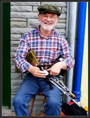 Des Shannon, Clifden uilleann piper (Maewynia) Tags: music irish cap instrument plaid bagpiper clifden uilleannpipes desshannon httppipersieresourcesinstrument