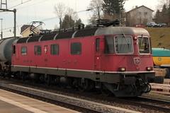 SBB Lokomotive Re 6/6 11625 Oensingen ( Hersteller SLM Nr. 5012 - BBC - SAAS - Baujahr 1975 ) am Bahnhof Killwangen  - Spreitenbach im Kanton Aargau der Schwei am Bahnhof Killwangen  - Spreitenbach im Kanton Aargau der Schweiz (chrchr_75) Tags: chriguhurnibluemailch christoph hurni schweiz suisse switzerland svizzera suissa swiss chrchr chrchr75 chrigu chriguhurni mrz 2015 albumbahnenderschweiz albumbahnenderschweiz201516 schweizer bahnen eisenbahn bahn train treno zug 1503 albumzzz201503mrz albumsbbre66lokomotive re66 re620 re 66 620 schweizerische bundesbahn bundesbahnen lokomotive lok sbb cff ffs slm juna zoug trainen tog tren   locomotora lokomotiv locomotief locomotiva locomotive railway rautatie chemin de fer ferrovia  spoorweg  centralstation ferroviaria