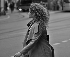Curly Sue (heiko.moser) Tags: street people bw streetart beauty canon hair blackwhite women leute candid strasse menschen blond sw bern curl frau schwarzweiss haare locken curlysue