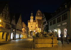 Rothenburg (414) (Silvia Inacio) Tags: tower fountain night germany torre noite rothenburg fonte alemanha