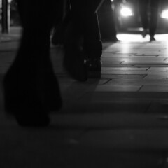verso la luce (mjwpix) Tags: blackandwhite legs pavement carheadlights towardsthelight versolaluce canoneos70d canonefs18135mmisstm michaeljohnwhite mjwpix