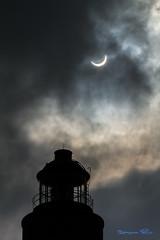 Eclipse partielle du 20 mars 2015 - Ile de Sein (Ronan Follic) Tags: lighthouse france lune soleil eclipse brittany bretagne breizh phare bzh