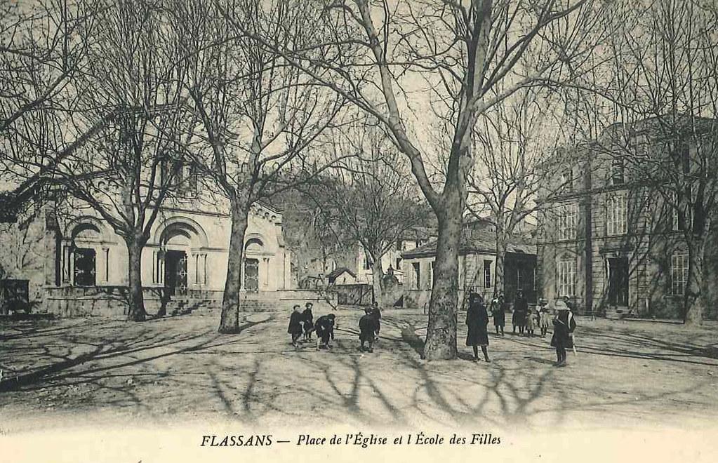 place_de_l_eglise_et_ecole_des_filles