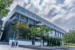 Sun Yat Sen - quite a sports center... (antwerpenR) Tags: hk hongkong kowloon 9dragons ninedragons