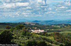 160514_San_Gimignano_1404.jpg (FranzVenhaus) Tags: trees italy green castles church forest towers tourists ita fields sangimignano oldtowns firenceflorenz