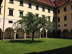 May 22, 2016 14:55:28 (seriouscatlady) Tags: trees sunlight tree green nature yard buildings spring afternoon natur innenhof wiese kirche sunny courtyard grn graz sonnig bume baum gebude hof kloster frhling iphone sonnenlicht