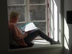 In het raam van onze Airbnb