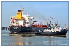 Wilhelmshaven / lhafen / Anlegemanver eines Tankers (berndwhv) Tags: haven port deutschland ships hafen tanker schiffe wilhelmshaven norddeutschland niedersachsen lhafen nordeseekste