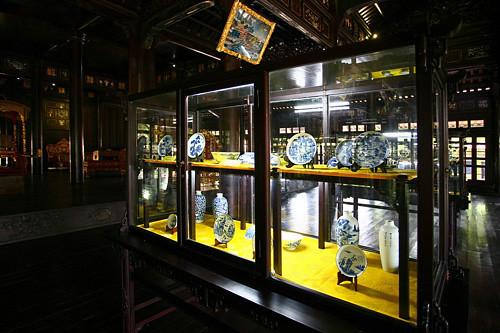 Bộ đồ sứ thời Nguyễn trong Bảo tàng Cổ vật Cung đình Huế