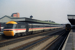 43157, Cardiff Central, March 13th 1993 (Southsea_Matt) Tags: station train railway swallow intercity hst cardiffcentral class43 intercity125 class158 43157