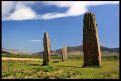 Standing Stones (zweiblumen) Tags: uk scotland standingstones alba isleofarran bronzeage stonecircle polariser machriemoor northayrshire eileanarainn canoneos50d zweiblumen