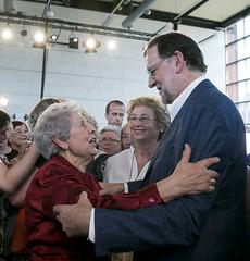Mariano Rajoy saludando a una afiliada (Partido Popular) Tags: libertad durango rajoy eta pp pasvasco