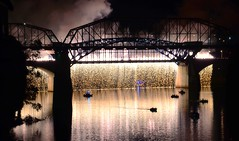 Wall of Light (Roland 22) Tags: fireworks walnutstreetbridge marketstreetbridge reflection flickr chattanoogatennessee tennesseeriver