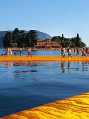 The Floating Piers, Iseo Lake (www.artravelling.it) Tags: people italy lake nature colors lago natura ulivi christo wolk passerella iseo passeggiata lagodiseo sulzano thefloatingpiers