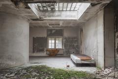 [ Explore ] Alone (Delpro-Photographie) Tags: bed decay lit deserted abandonned manoir urbex abandonn artdco verrire dsert oldandbeautiful canon6d delpro photographeamateurnormand canon1635f28isii