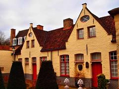 Bruges Feb 2015 241 (saxonfenken) Tags: red house yellow belgium bruges yellowandred 241 windowsdoors pregamewinner 241brugge