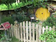 "Hobbiton <a style=""margin-left:10px; font-size:0.8em;"" href=""http://www.flickr.com/photos/83080376@N03/16766680059/"" target=""_blank"">@flickr</a>"