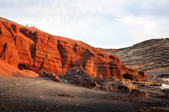 Red hill (Santiago Barroso) Tags: sunset red sea mountain landscape spain hill lanzarote canarias laguna canaryislands