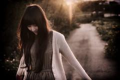 _DSC4690 (胖胖豬) Tags: 女孩 逆光 情緒