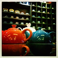 Creuset Teapot (fredwlangjr) Tags: blue red white hot reflection cup water tea chia teapot creuset