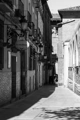 El Salobrar (Egg2704) Tags: bw espaa byn blancoynegro calle spain zaragoza calles aragn egg2704 dibujandomibarrio