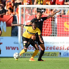 Young Boys 1-1 Galatasaray (l3o_) Tags: galatasaray young boys sar krmz red yellow football futbol uhren cup
