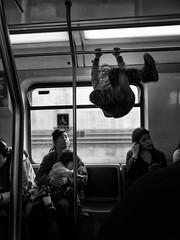 Una vida con juego (Mar Cifuentes) Tags: metro subte subway juego niez childhood bnw blancoynegro monocromo chile santiago sonrisa diversion enjoy viaje trip