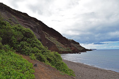 Oneoli beach and Pu'u Olai (red hill) (heartinhawaii) Tags: maui redhill oneoli oneolibeach puuolai makena southmaui hawaii seascape landscape coast shoreline ocean sea sand blacksand nature mauiinnovember nikond3300