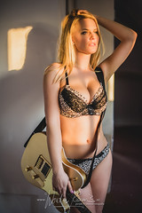 Wouter Keuris Fotografie-02 (wouter.keuris) Tags: sexy rock les paul model photoshoot bass guitars fender gibson hardrock epiphone squier telecaster framus