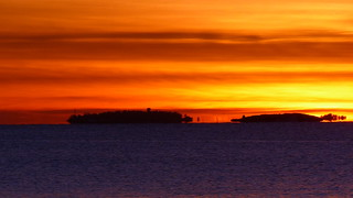 A February sunset view from the southernmost shore of Kustaanmiekka to the southwest (Suomenlinna, Helsinki, 20150215)