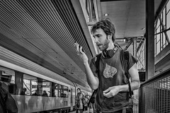 Smartphones Aargh!! (John Bastoen) Tags: street station streetphotography cellphone telefoon straatfotografie