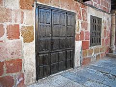 Puerta / Door (Rafa Gallegos) Tags: door espaa spain puerta guadalajara castillalamancha atienza