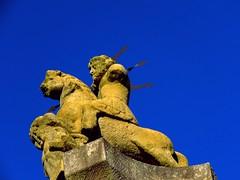 Jupiter auf 15 m hohen Sule besiegt alle  Rottenburg (eagle1effi) Tags: jupiter sule rottenburg sx60 sx60limits sculpture art eagle1effi canon wrttemberg rautaburg germany
