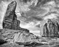 The Thumb (claudiov958) Tags: arizonautah biancoenero blackandwhite blancoynegro buenosaires bw claudiovaldes nikond800e photoka pretoebranco ngc sigma120240mmf4556 monumentvalley arizona utah landscape