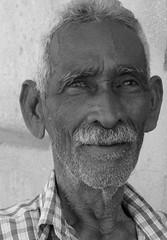 "Hombre viejo en Santiago de Cuba <a style=""margin-left:10px; font-size:0.8em;"" href=""http://www.flickr.com/photos/128805539@N02/16637215818/"" target=""_blank"">@flickr</a>"