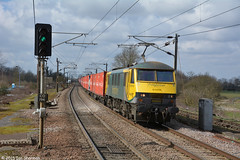 No 90045 25th March 2015 Manningtree (Ian Sharman 1963) Tags: station electric port train march no great engine railway loco trains class container crewe locomotive 25th eastern railways 90 felixstowe mainline freightliner 2015 manningtree geml railfreight 90045 of 4l89
