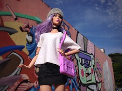 Poppy Parker Hunts For Graffiti In Brasília, Brazil. (cledyston2001) Tags: fashion brasília graffiti cool trendy coolhunter teenmodel lavenderhair poppyparker