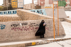 Shiraz street life (10b travelling) Tags: street woman signs standing writing photography graffiti persian asia asien iran text tomb middleeast streetlife persia poet shiraz asie iranian hafez roadphotography 2014 neareast moyenorient naherosten mittlererosten tenbrink carstentenbrink westernasia iptcbasic 10btravelling