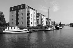 "de ""Where"" Purmerend (zicht naar Kooiman brug), Netherlands (C. Bien) Tags: bw holland netherlands monochrome boats boot boat blackwhite zwartwit nederland boten where noordholland zw purmerend woonboot northholland dewhere wherekant"